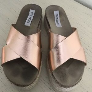 Sandals in Rose gold!!